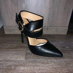 Shoe Republic La Heel. Style Cuxi. Black with gold